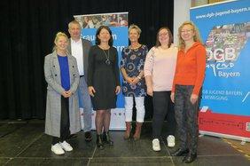 Regionssekretärin Katja Ertl, Regionssekretär Peter Hofmann, stellv. Vorsitzende des DGB Bayern Verena Di Pasquale sowie die Organisatorinnen des Seminars.