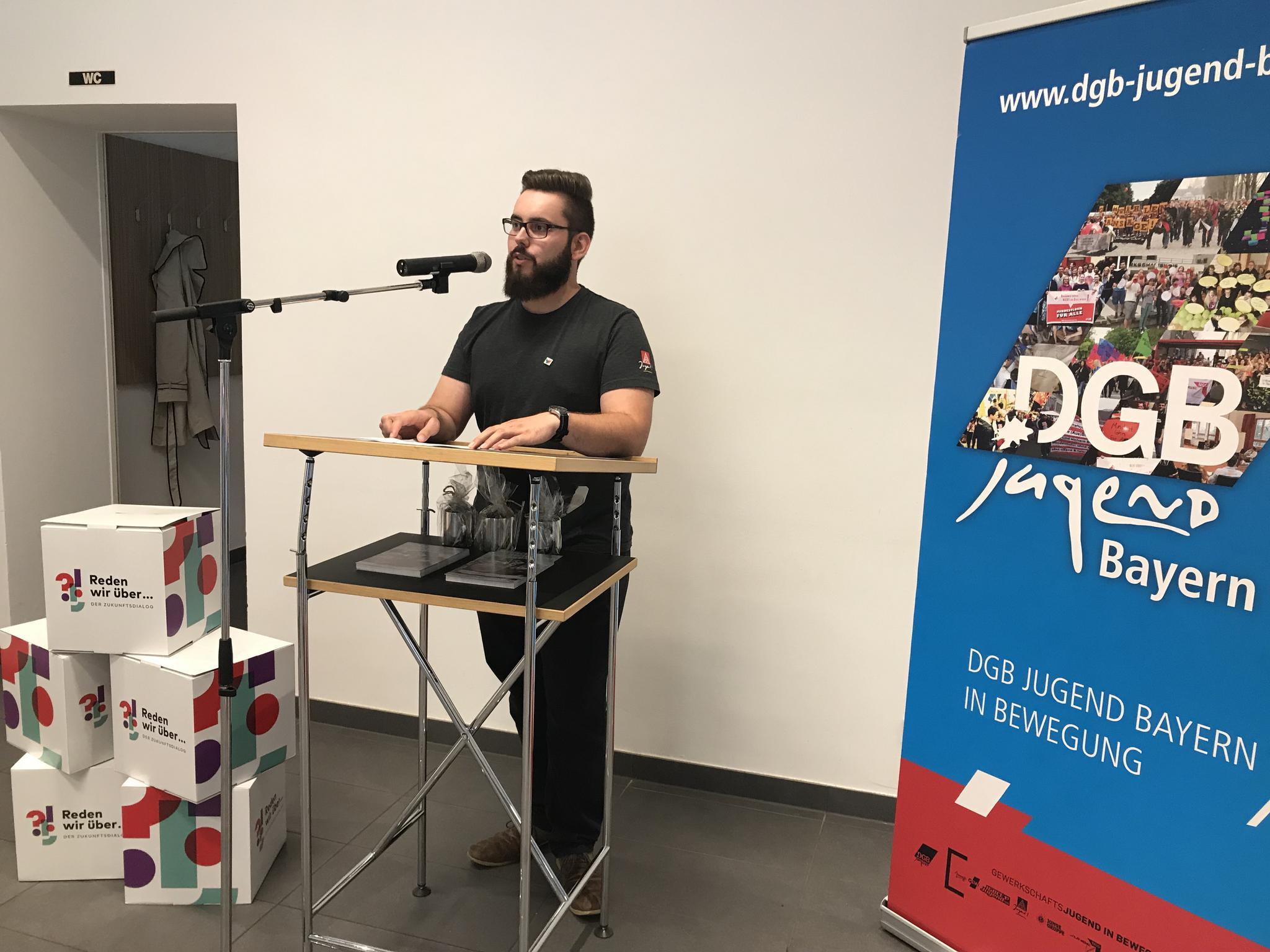 Moderator Jürgen Schönberger (DGB-Jugend)