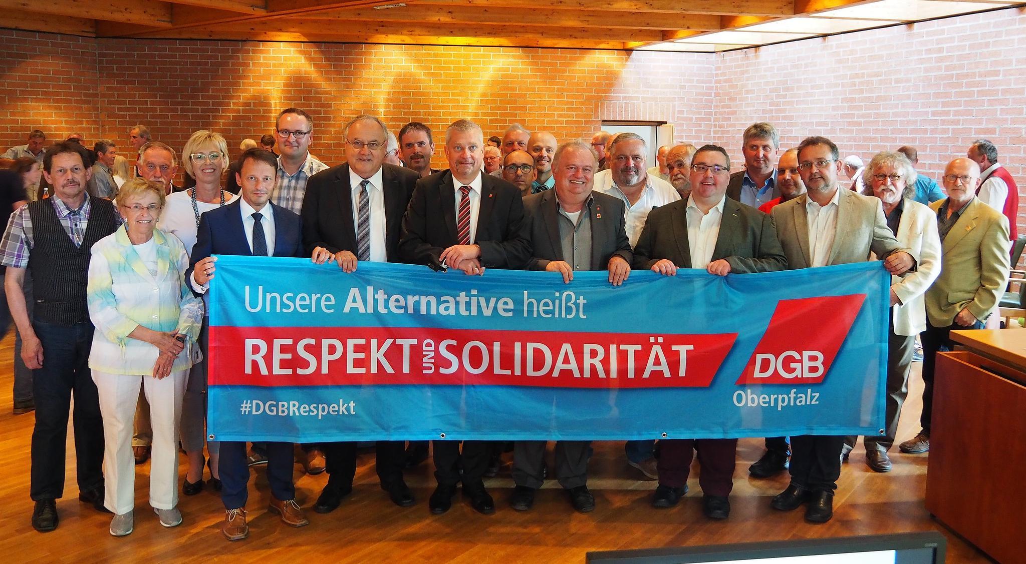 Der DGB Kreisverband und die Stadt Weiden machen klar: Unsere Alternative heißt Respekt und Solidarität!
